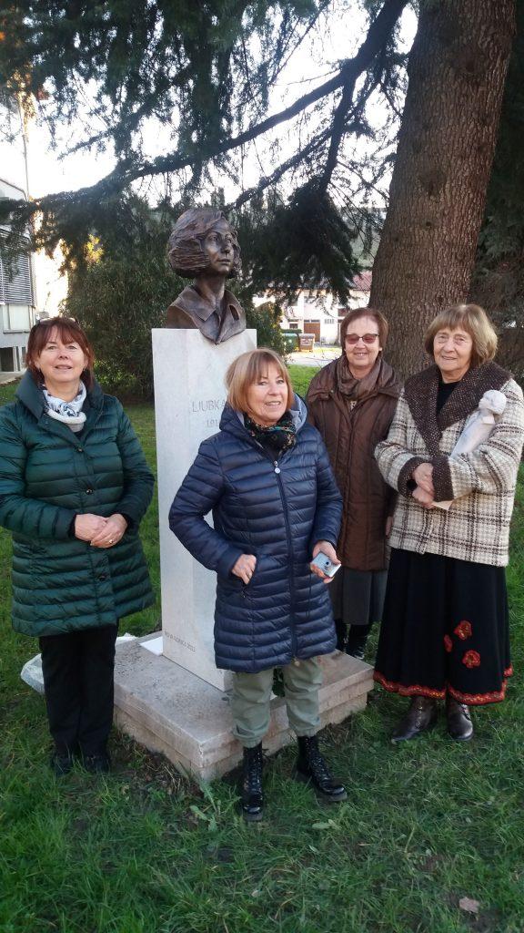 Na aleji pomembnih in znanih ljudi v Novi Gorici je potekala ponovna otvoritev kipa pesnice Ljubke Šorli, ki je sedaj obnovljen.