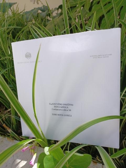 Kuverta z obvestilom o prejemu nagrade